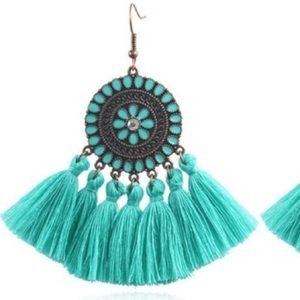 Teal tassle earrings 🖤 NWT
